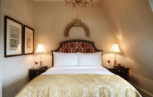 Victorian Manor Guestroom