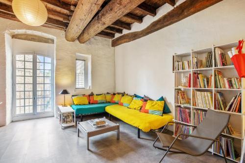 . Studio in Villeneuve les Avignon with balcony