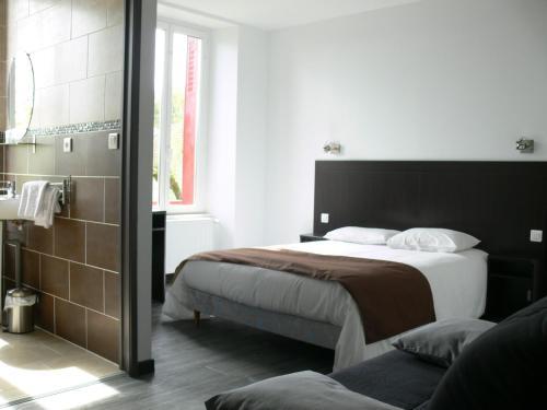 . Hotel Le Saint Julien
