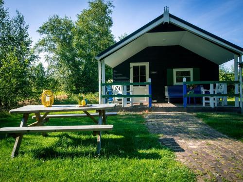 Vakantiepark De Vossenburcht 4, Chalet in IJhorst bei Giethoorn