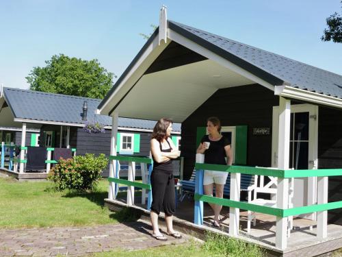 Vakantiepark De Vossenburcht 5, Chalet in IJhorst bei Giethoorn