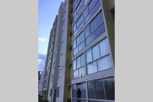 Lindo Apartamento amoblado cerca a unicentro! - image 3