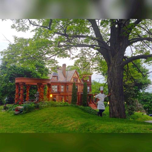 Henderson Castle Inn - Accommodation - Kalamazoo
