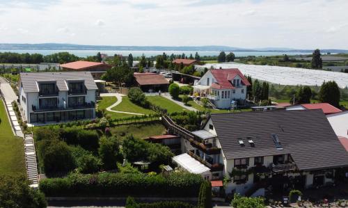 . Weingut/Besenwirtschaft »Reblandhof«