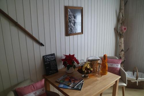 Double Room with Mountain View and Shared Bathroom