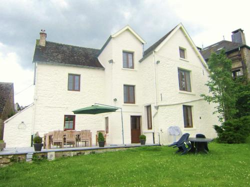 . Luxurious Holiday Home with Garden in Gimnee