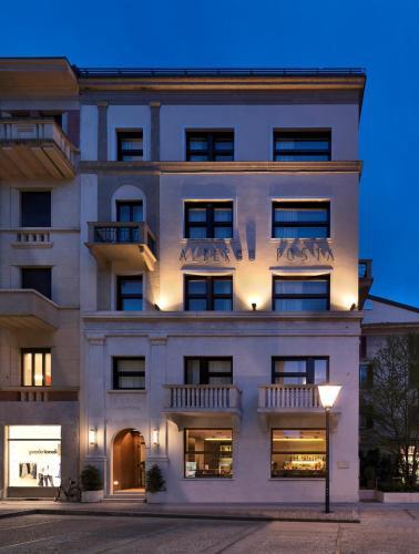 Via Giuseppe Garibaldi 2, 22100 Lake Como, Italy.