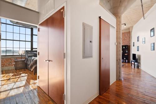 Downtown STL cozy loft free parking - Apartment - Saint Louis