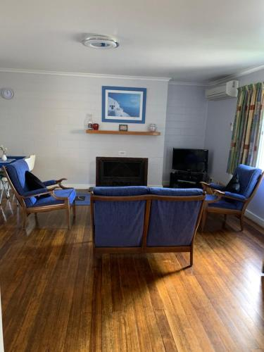 . Orford Prosser Holiday Units
