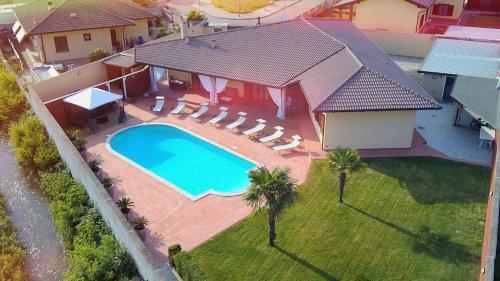 . Villa Cometa