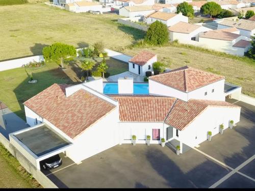 Une grande villa avec piscine aux Sables d Olonne - Location saisonnière - Les Sables-d'Olonne