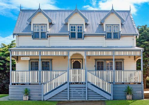 . Sails - elegant, spacious beach villa