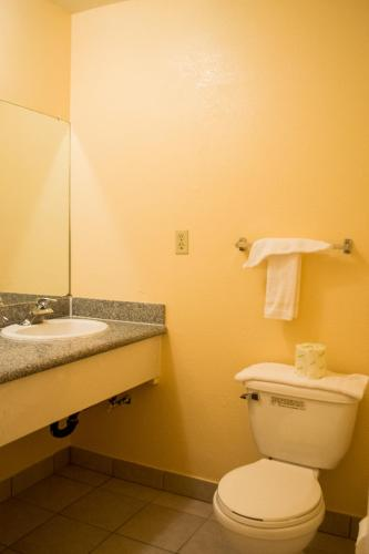 Budget Inn Redwood City - Redwood City, CA 94061