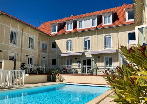 . Logis Hôtels - Hôtel d'Orbigny