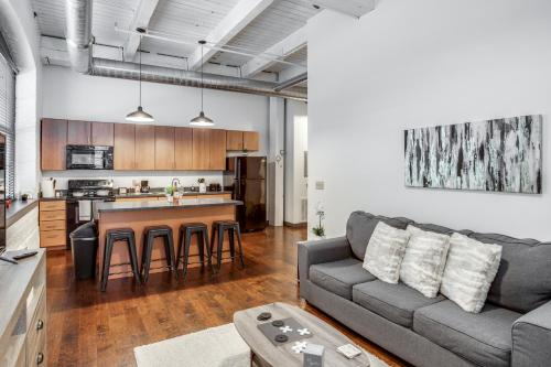 Modern Loft Style Apt on Monroe by Downtown Rochester - Apartment
