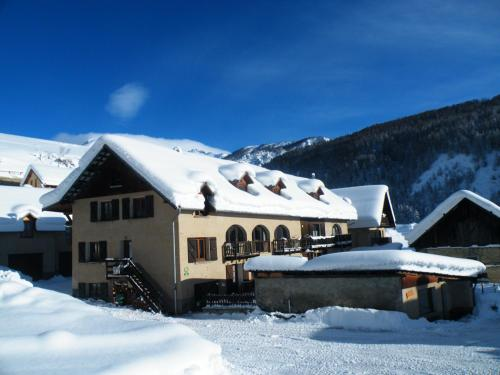 . Apartment with 2 bedrooms in Arvieux with wonderful mountain view furnished garden and WiFi