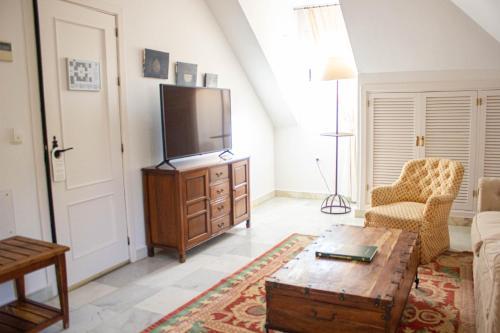 Juniorsuite mit Doppelbett oder 2 Einzelbetten  Hotel Hacienda Montenmedio 9