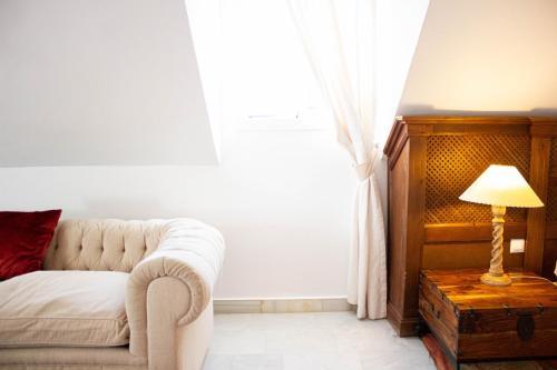 Juniorsuite mit Doppelbett oder 2 Einzelbetten  Hotel Hacienda Montenmedio 7