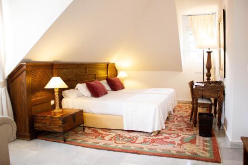 Juniorsuite mit Doppelbett oder 2 Einzelbetten  Hotel Hacienda Montenmedio 8