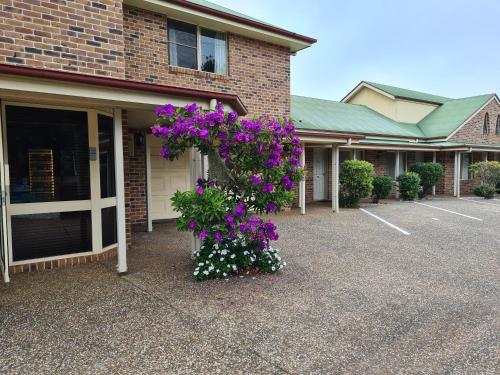 . Country Gardens Motor Inn