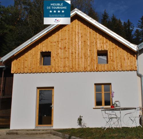 Gîte du Fourpéret-Parc Naturel du Haut-Jura - Longevilles-Mont-d'Or