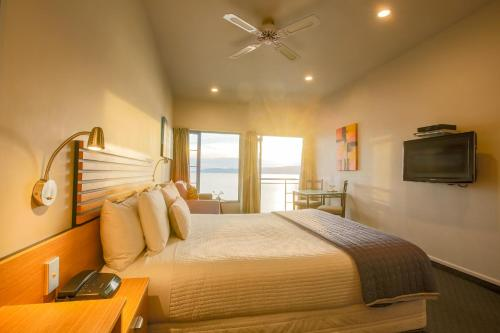 Clearwater Motor Lodge - Accommodation - Taupo