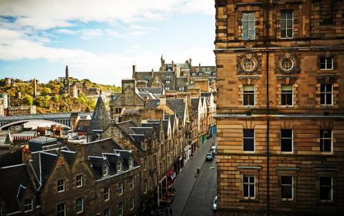Roxburgh's Court, Edinburgh, EH1 1LW, Scotland.