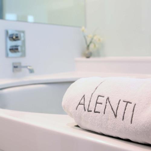Suite con bañera de hidromasaje Alenti Sitges Hotel & Restaurant 11