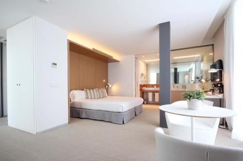 Suite con bañera de hidromasaje Alenti Sitges Hotel & Restaurant 8