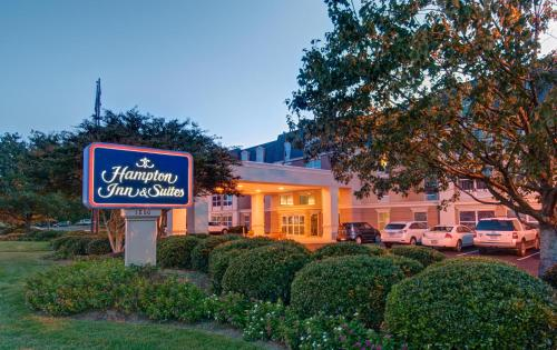 . Hampton Inn & Suites Williamsburg-Richmond Road