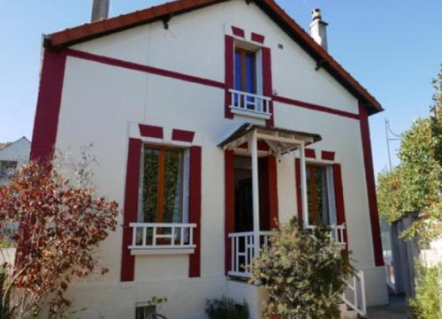 The White & Red House - Location saisonnière - Meaux