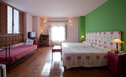 Triple Room Palacio Ayala Berganza 6