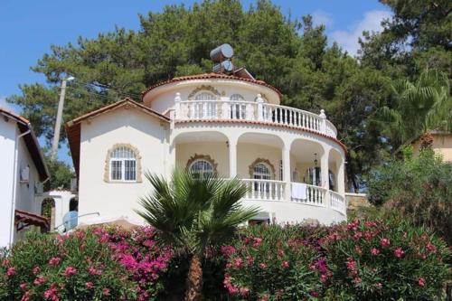 Stunning 4-Bed Villa in Avsallar - Accommodation