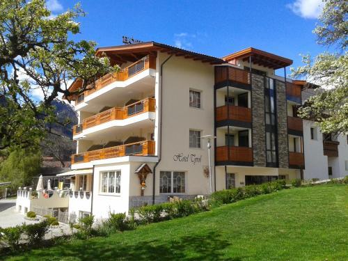 Hotel Tyrol - Malles Venosta