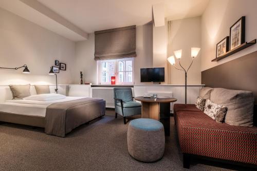 . Apartment040