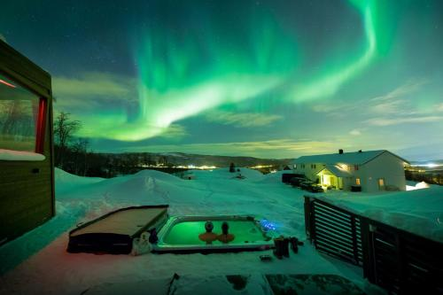 Aurora Borealis Observatory, Senja - Photo 2 of 86