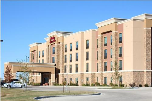 . Hampton Inn & Suites Watertown