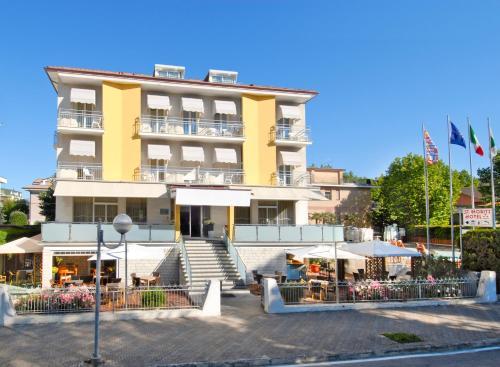 . Hotel St. Moritz