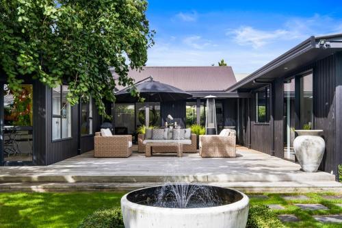 Black Luxury Lodge