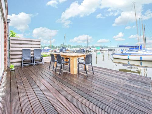 Neat apartment with dishwasher, close to Amsterdam, Pension in Uitgeest bei Zaanse Schans