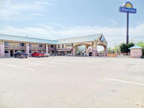 Days Inn By Wyndham Conway - Conway, AR 72032