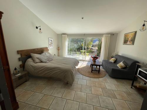 Accommodation in Oraison