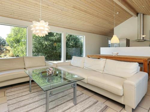 Three-Bedroom Holiday home in Ålbæk 25, Pension in Ålbæk
