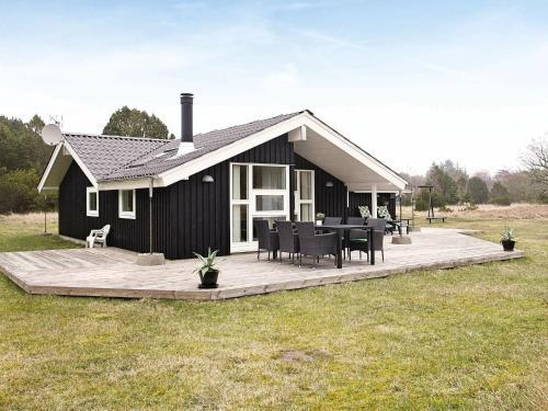 Three-Bedroom Holiday home in Ålbæk 13, Pension in Ålbæk