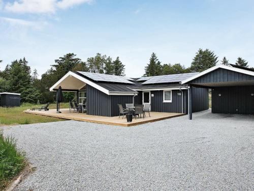 Four-Bedroom Holiday home in Ålbæk 2, Pension in Skram