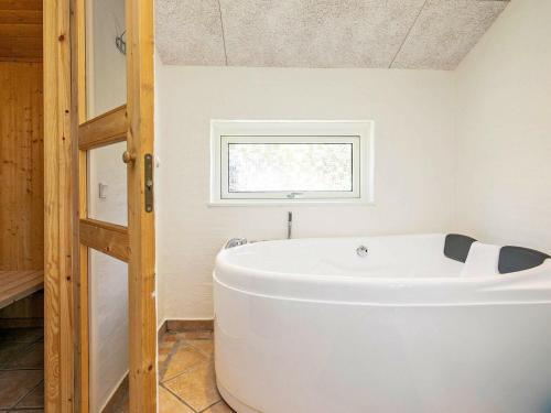 Three-Bedroom Holiday home in Strandby 4, Pension in Strandby