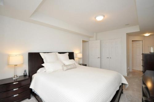 Downtown Mississauga Executive Suites SQ1