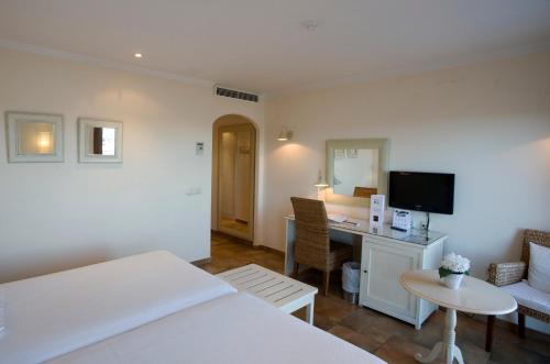 Double or Twin Room with Sea View La Posada del Mar 8