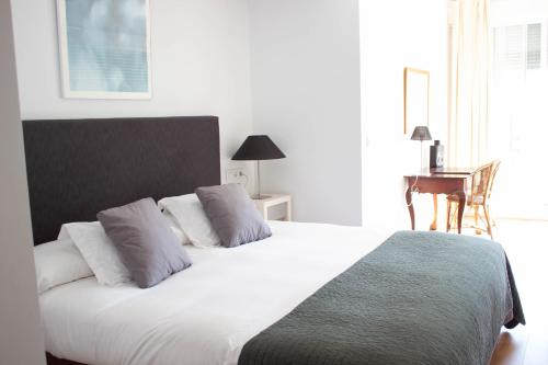 Juniorsuite mit Doppelbett oder 2 Einzelbetten  Hotel Hacienda Montenmedio 6