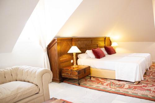 Juniorsuite mit Doppelbett oder 2 Einzelbetten  Hotel Hacienda Montenmedio 10